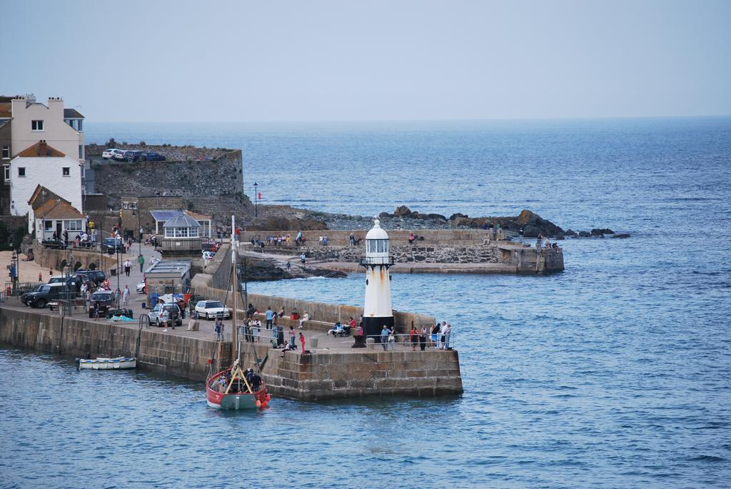 st ives lighthouse