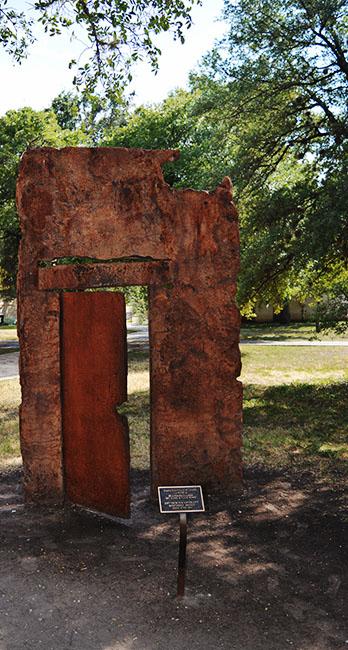 La Puerta Hemisfair Park